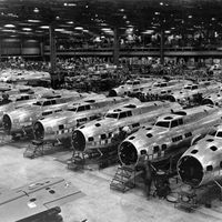 800px-B-17Es_at_Boeing_Plant,_Seattle,_Washington,_1943.jpg